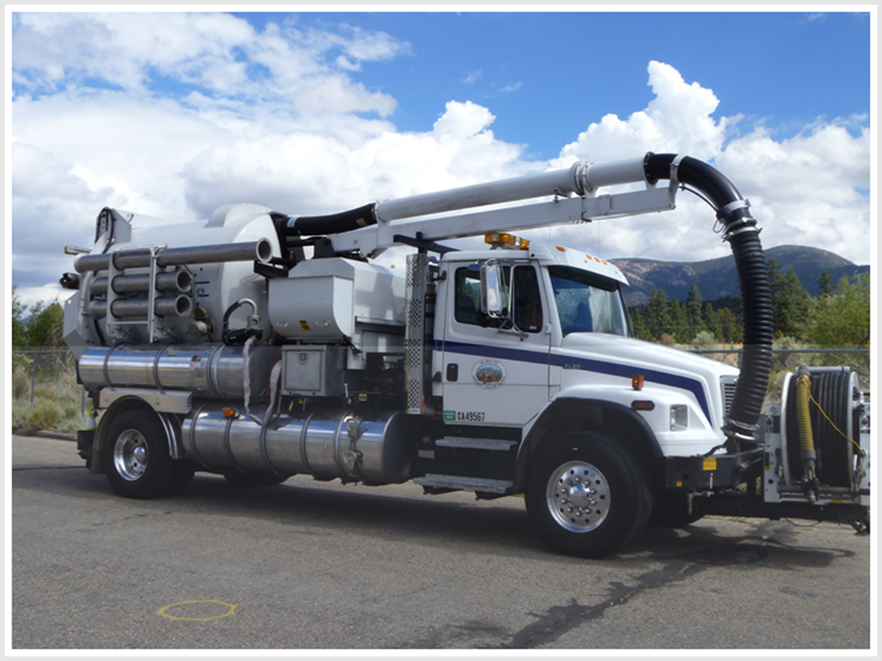 Combination Cleaning/Vacuum Truck